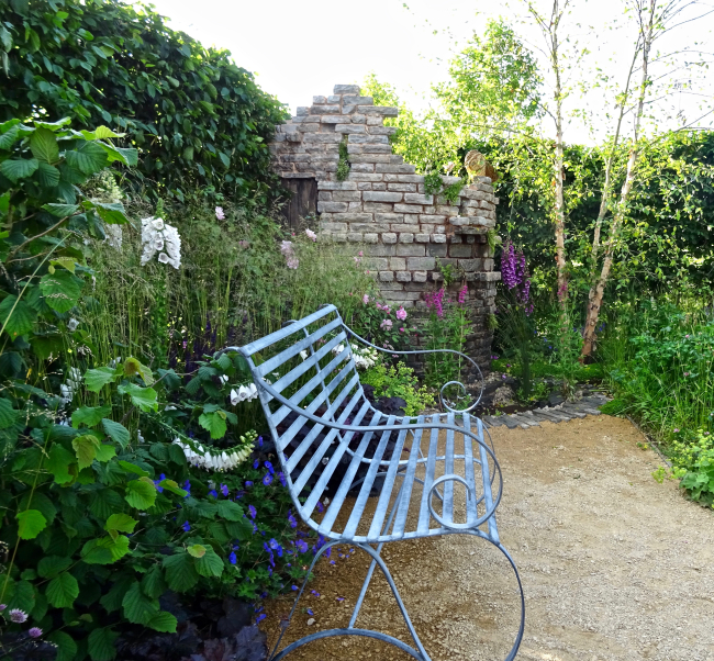 Capri Two Seater winning garden @ BBCGWL